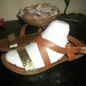 кожаные босоножки 38-39 размер Италия George Джорж