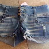 Шорты джинсовые короткие с потертостями Gloria Jeans. Новые.