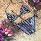 Черно-белый полосатый раздельный купальник