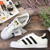 Классические сникеры Adidas с фирменным дизайном бренда  SH2959
