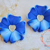 Милые заколки-цветочки в бело-синих тонах
