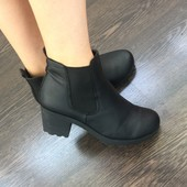Стильные ботинки на тракторной подошве 39 размер