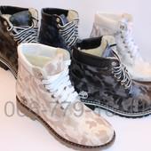 Классные зимние женские ботинки в цветах