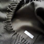 Итальянский  чистошерстяной  шарф  цвета  хаки.