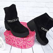 Зимние ботинки с цепью на устойчивом каблуке замш