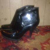 Женские ботинки,лакированная кожа,размер 35.