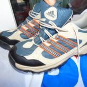 Спортивние фирменние демисезонние кросовки Adidas 42-43 .