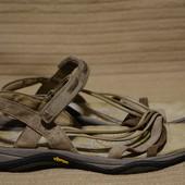 Легкие открытые спортивные ортопедические кожаные босоножки Karrimor Vibram Англия 41