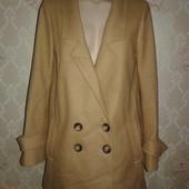 Женское демисезонное пальто. 80% шерсть. Размер 46.