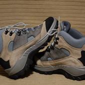 Фирменные  трекинговые ботинки Quechua на мембране Novadry. Франция 37