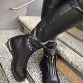 Стильные ботиночки шипы спереди молния. Натуральная кожа, внутри байка.