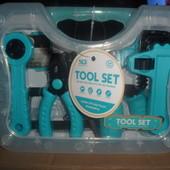 Набор инструментов, дрель (механич),   (пила, отвертка, клещи), в чемодане