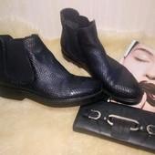 Кожаные демисезонные ботинки под рептилию 39р