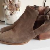 Крутые замшевые ботинки от minelli с прорезями