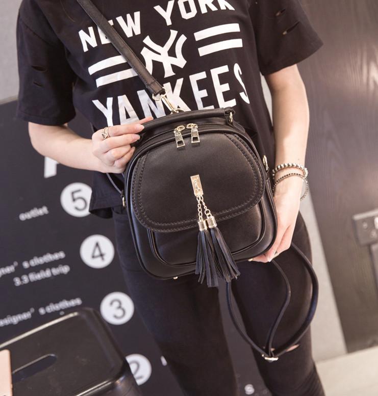 Женская сумка-рюкзак с кисточками фото №1