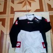 Продам футбольный костюм на мальчика р 140-152