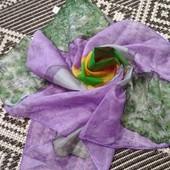 красивый яркий шелковый платок
