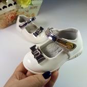 Туфли для девочки фирма Apawwa Румыния размер 20-25 белые с серебром