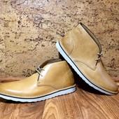 Модные кожаные ботинки дезерты Clarks