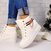 белые ботинки сникерсы на скрытой танкетке