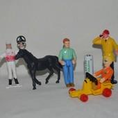 Разные фигурки игрушки из разных серий