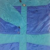 Теплая качественная куртка размер  М  на рост 176-182 на грудь -92-100 см