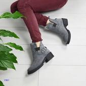 Стильные демисезонные ботинки с декоративным ремнем, цвет конветри.