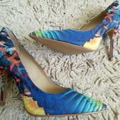 Туфлі-лодочки із текстилю зовні і натуральної шкіри зсередини 35,36,37,39 і 40 Р-ри.