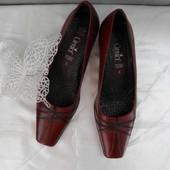 Натуральные кожаные туфли Caprice размер 38(5)