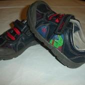 Фирменные Clarks кожаные кроссовки на 26 размер идеал