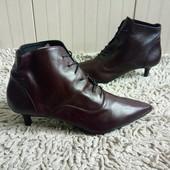 Ботинки із натуральної шкіри зовні і всередині 37 р-р і устілка 23,5 см.