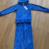 Новый фирменный велюровый костюм 5-6 лет