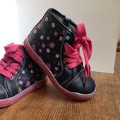 Красивые ботинки. Размер 25 см ( стелька 17 см.)