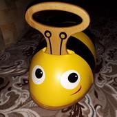 Первая машинка каталка Ride 'n' Roll Bee