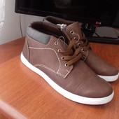 Мужские ботинки кроссовки . Новые. Верх еко кожа, внутри текстиль, размер 40 , стелька 25 см. Очень