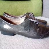 Кожаные туфли фирмы Clarks