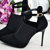 Элегантные черные туфли с резинкой