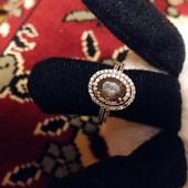 Срочно продам со скидкой золотое кольцо 585 проба