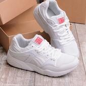 Стильные белые мужские кроссовки