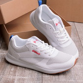 Мужские кроссовки белого цвета