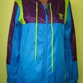 Куртка ветровка Adidas Оригинал 12-14 (44 л) в прекрасном состоянии. Длн от плеча - 64 см, ширина по