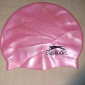 Продам новую,фирменную Slazenger,детскую шапочку для плавания 2-6 лет.