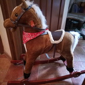 Конь -качеля, музыкальный, шевелит хвостом Отличное состояние, шикарное качество
