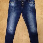 Модные стильные джинсы