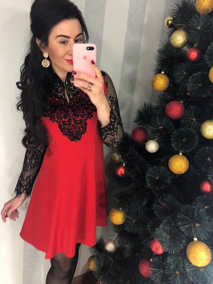 Красное платье с черным кружевом фото №1