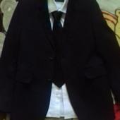 Классный пиджак 7-9 лет.