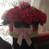 Букет цветов в коробке из бумаги