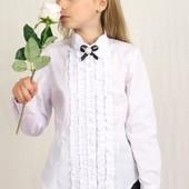 Нарядная белая блуза с жабо и брошью р. 122-152 в наличии
