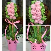 Топиарий из кофейных зерен с нежно-розовыми розами