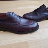 Туфлі із натуральної шкіри зовні і всередині 41 рр і устілка 26,5 см.